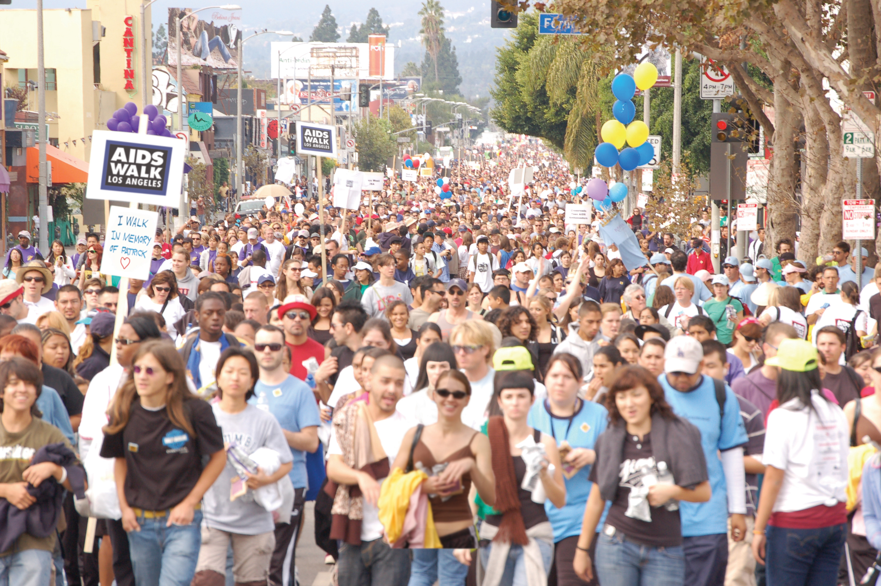 cantina-crowd(Adj)
